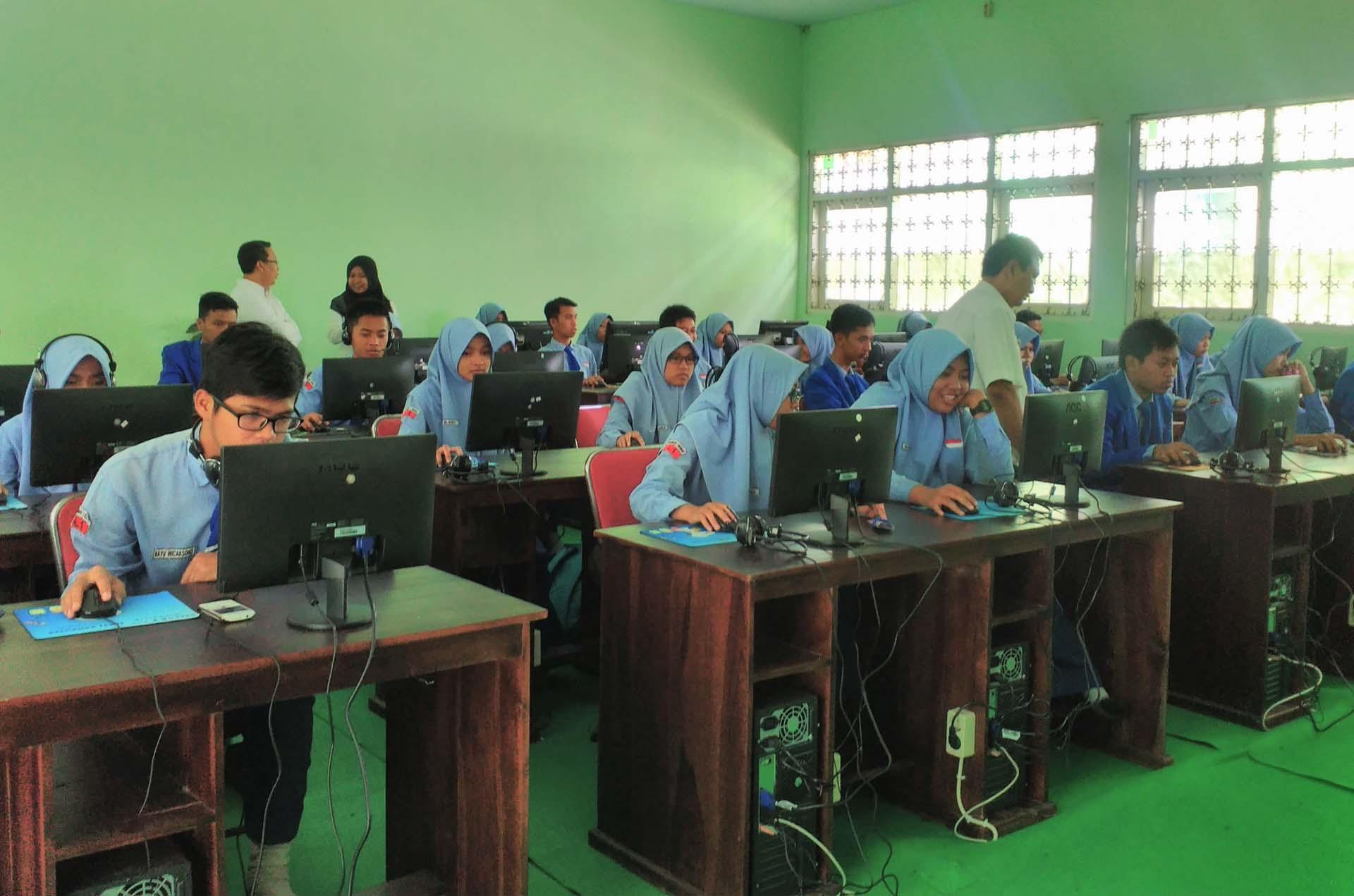Pelaksanaan Ujian Nasional Berbasis Komputer Sman 1 Srengat
